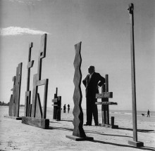 Francisco Matto with his sculptures in Carrasco Beach, Montevideo - Francisco Matto, Cecilia De Torres Ltd.